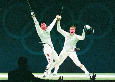 2008年,在北京奥运会女子柔道57公斤级铜牌争夺赛中,中国选手许岩战胜对手获得铜牌