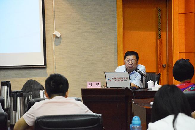 中国青年报首席记者,国内时事部主任,长江韬奋奖获得者刘畅