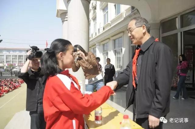 张继民在济南营东小学演讲