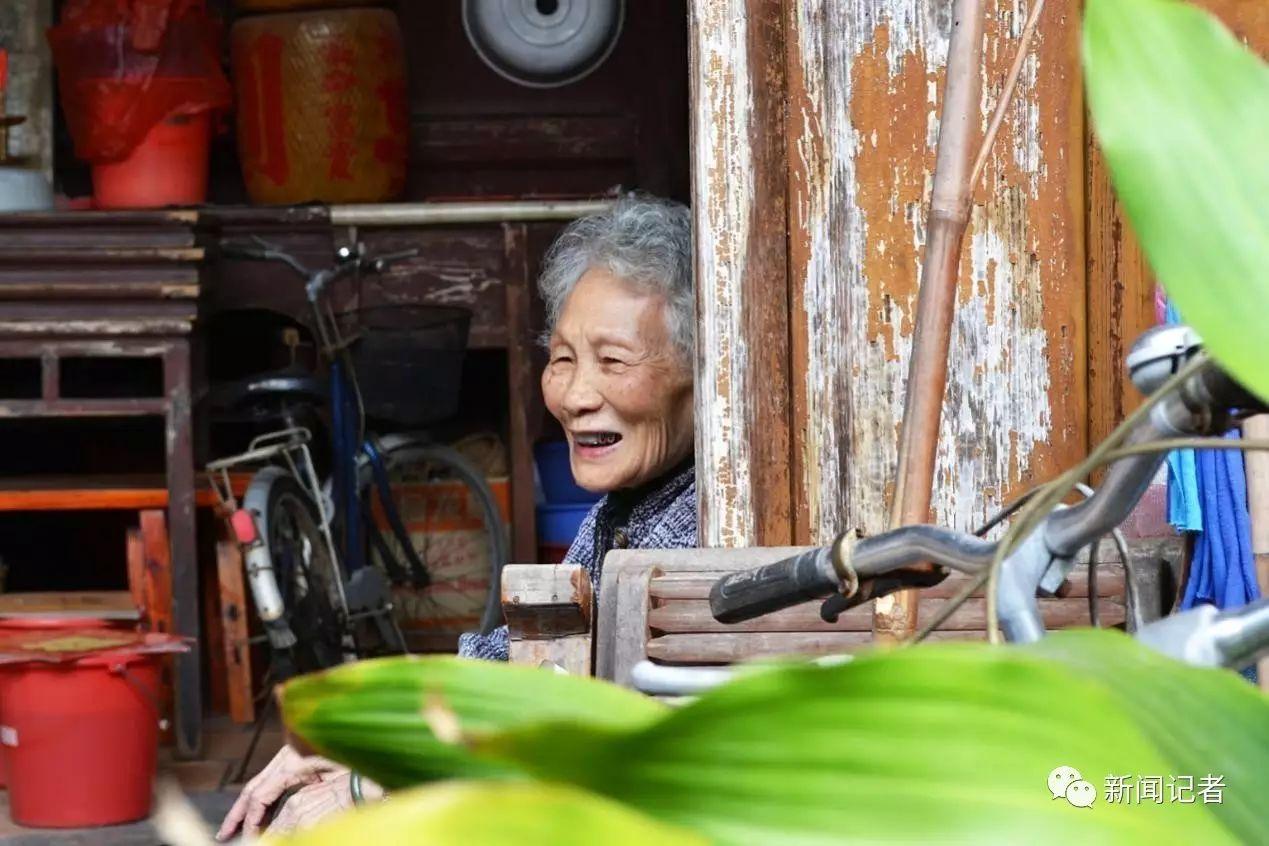 揭西棉湖镇上的老人