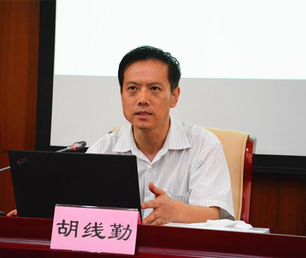 中国报业协会副秘书长、《中国报业》杂志社社长、总编辑胡线勤