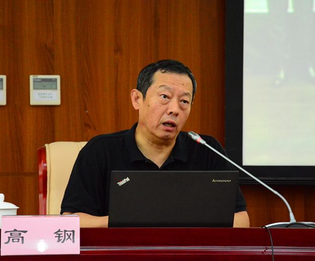 人民大学新闻学院教授、原常务副院长,中国新闻教育学会会长高钢