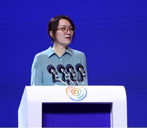 人民日报社副总编辑卢新宁在2018中国网络媒体论坛上发表主旨演讲