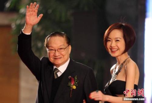 """金庸荣获""""影响世界华人终身成就奖"""