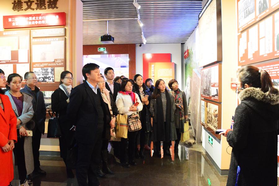 学员参观人民日报社史馆