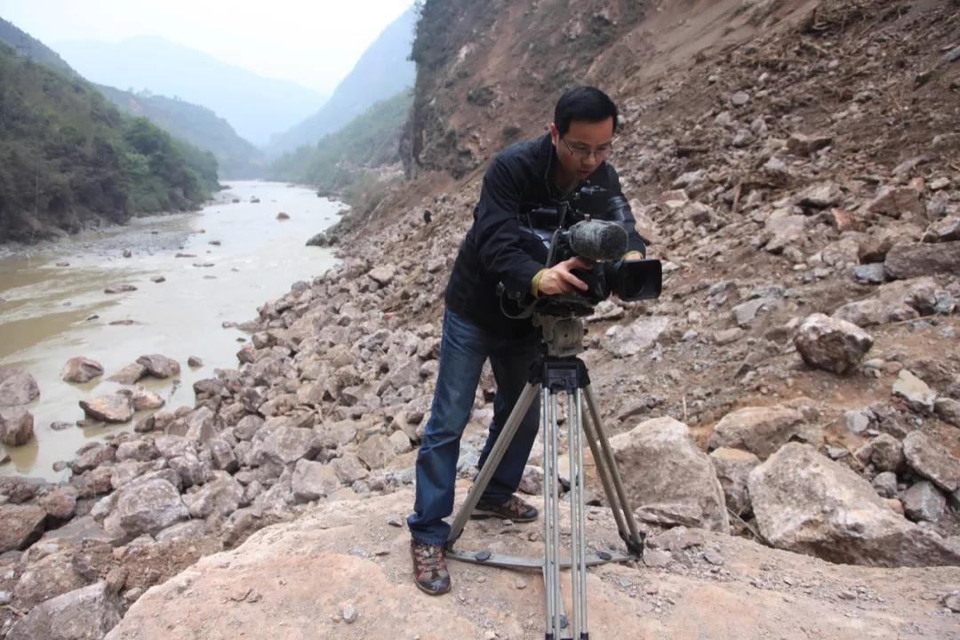 5次获得中国新闻奖,48岁冲在新闻现场