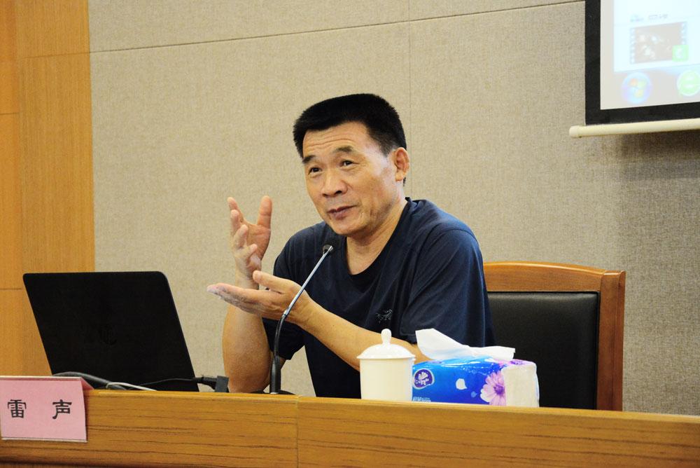 人民日报摄影部主任、中国新闻摄影学会副会长雷声