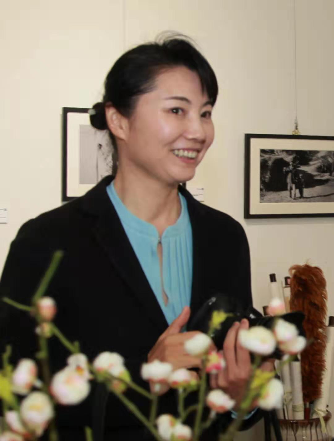 法制日报摄影部主任、中国摄影家协会副主席居杨