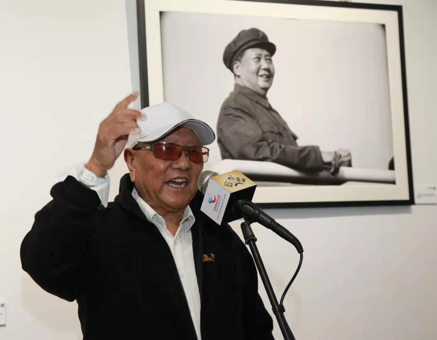 著名摄影家、中国专业报摄影学会原会长安佑忠