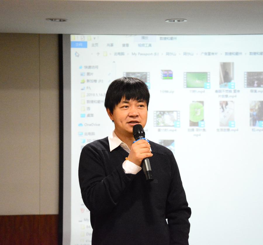 中央电视台新闻中心主任编辑、原《本周》 栏目制片人及主编王阳