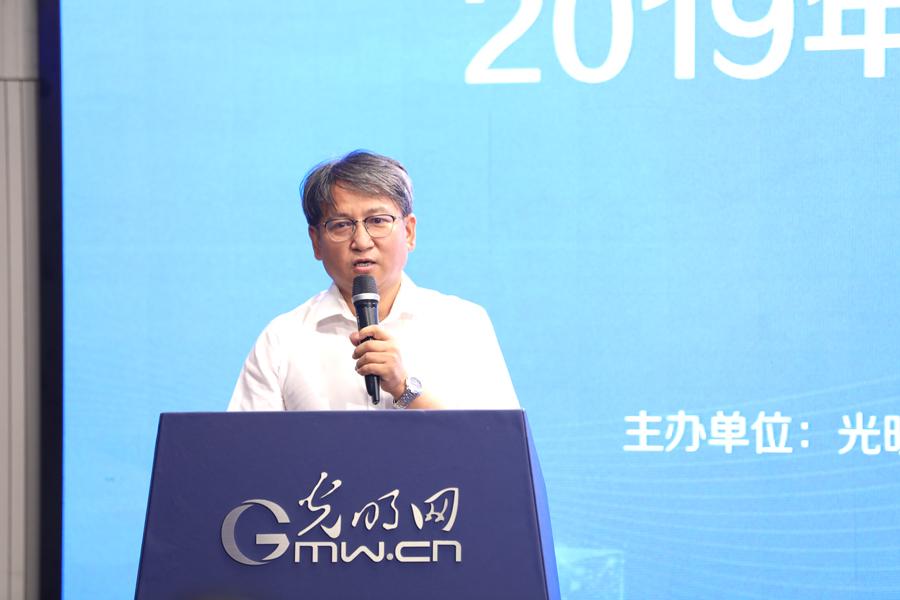 北京师范大学新闻传播学院教授张洪忠发言
