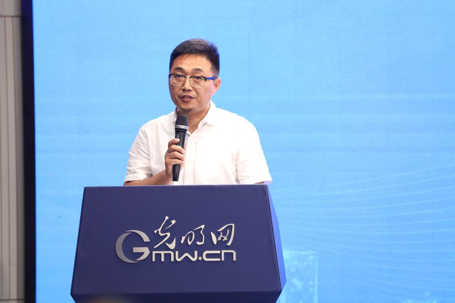 中国新闻培训网执行总裁徐鹏飞发言