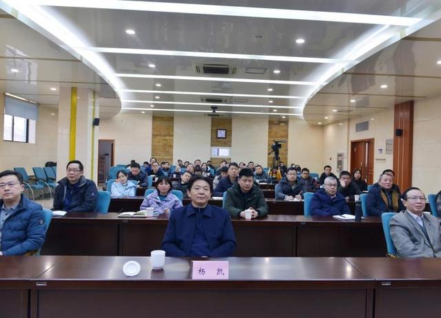 省广电局举办时政新闻摄影讲座