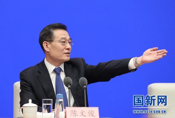 国务院新闻办新闻局局长、新闻发言人陈文俊邀请记者提问