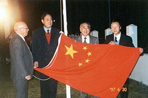 温宪:在国外看升起五星红旗