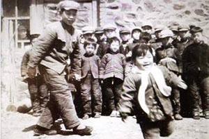张继民:镇西堡村的孩子