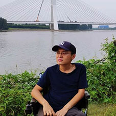 蒋萌:人民网编辑、评论员,中国作家协会会员