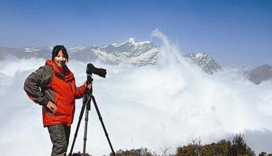 四川羌族女摄影师 6年翻山越岭拍猴群